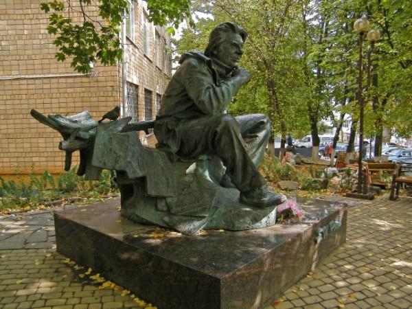 Памятники знаменитых людей fb2 заказать памятник в екатеринбурге элитный